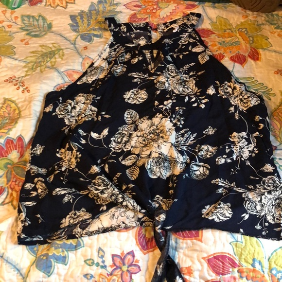 Paradis Miss Tops - Navy floral blouse